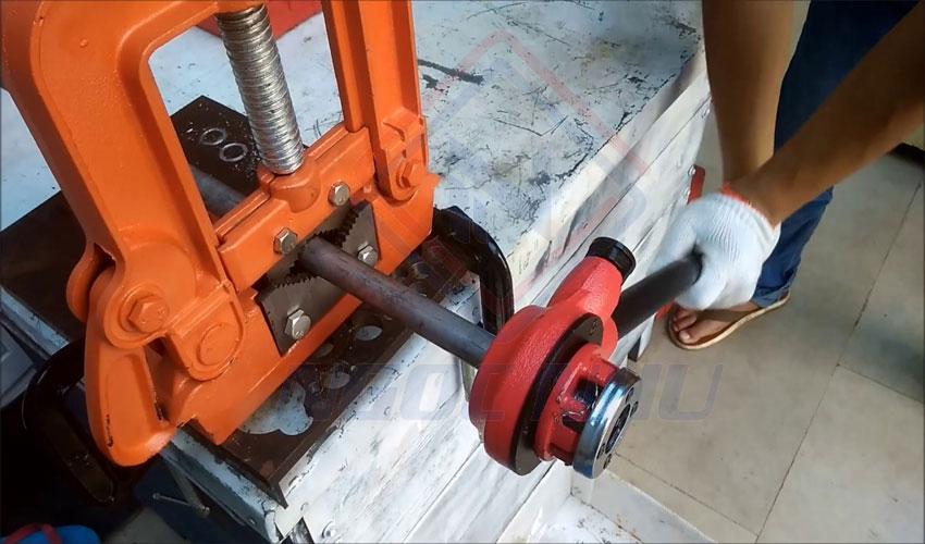 cách sử dụng ê tô kẹp ống 2 inch hiệu shida sdtvc-2